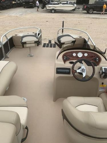 2012 Sun Tracker boat for sale, model of the boat is Fishin' Barge 22 DLX & Image # 5 of 6