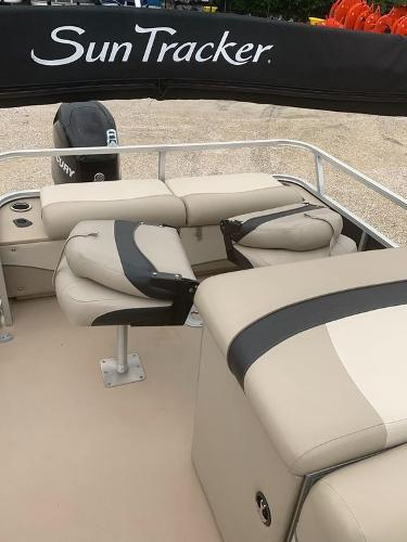 2012 Sun Tracker boat for sale, model of the boat is Fishin' Barge 22 DLX & Image # 6 of 6