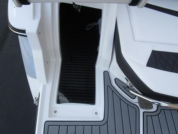 2021 Monterey boat for sale, model of the boat is 258SS & Image # 9 of 38