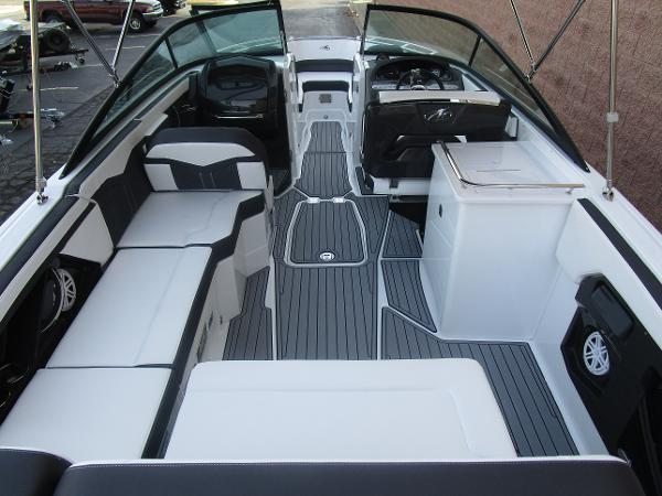 2021 Monterey boat for sale, model of the boat is 258SS & Image # 13 of 38