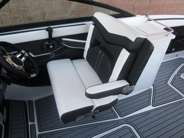 2021 Monterey boat for sale, model of the boat is 258SS & Image # 21 of 38