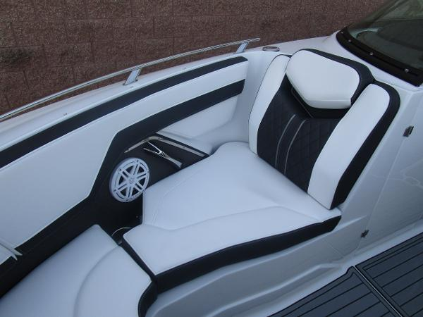 2021 Monterey boat for sale, model of the boat is 258SS & Image # 31 of 38