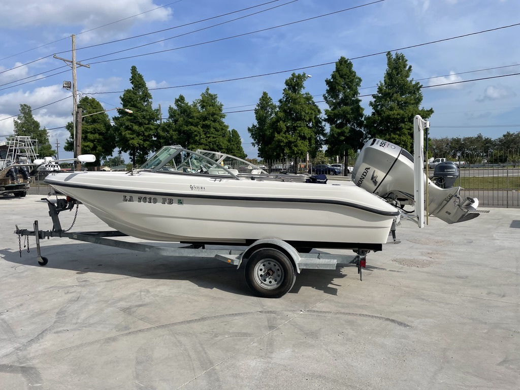 2000 Boston Whaler boat for sale, model of the boat is 180 & Image # 10 of 21