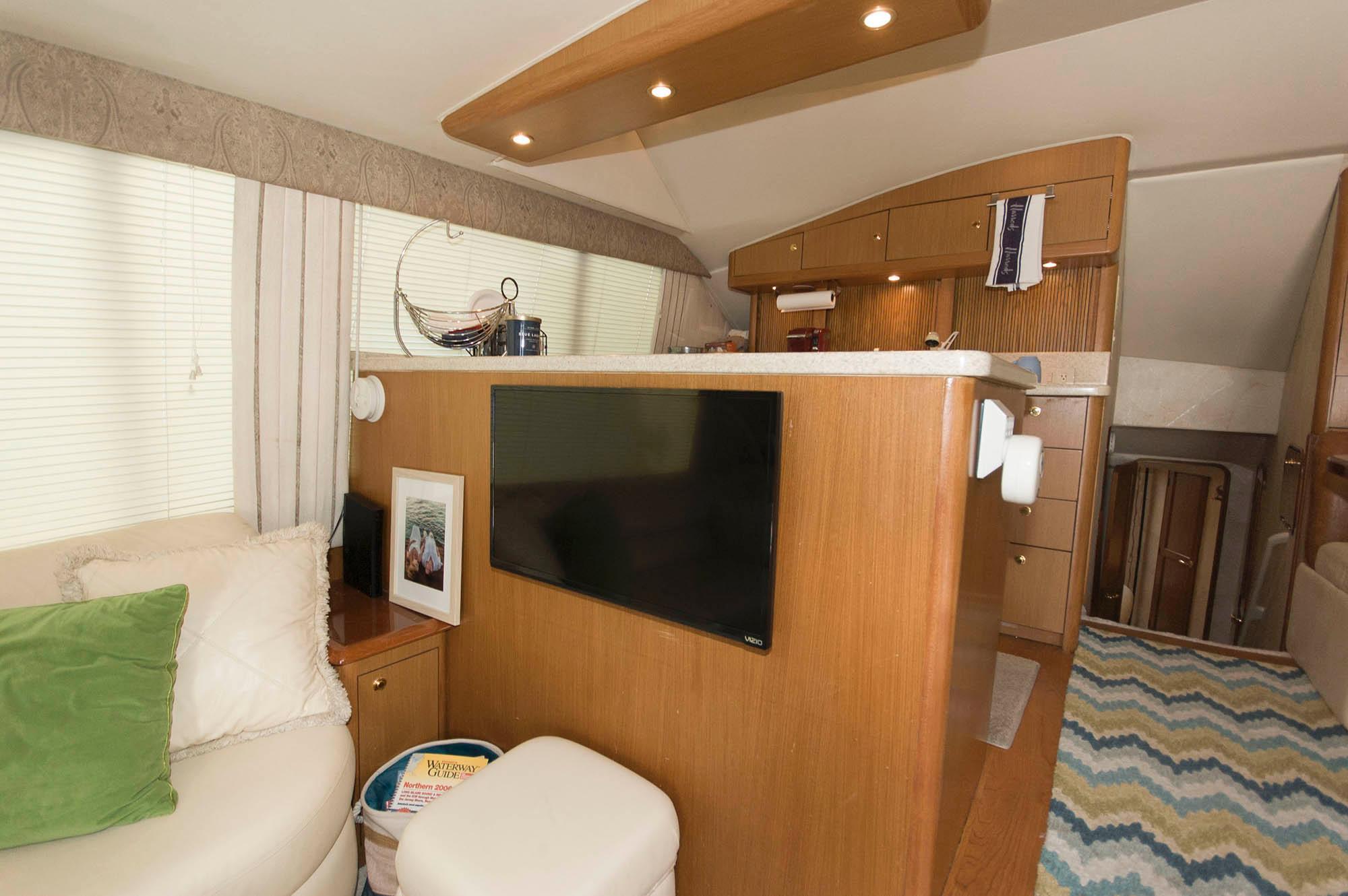 M 5642 WT Knot 10 Yacht Sales