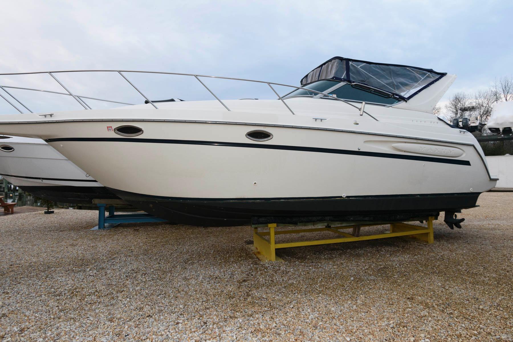 M 5965 WT Knot 10 Yacht Sales