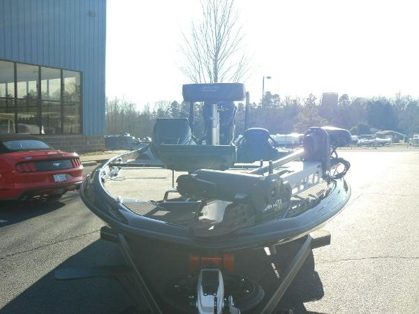 2021 Skeeter boat for sale, model of the boat is FXR20 Apex & Image # 5 of 35