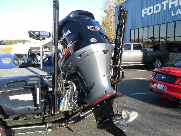 2021 Skeeter boat for sale, model of the boat is FXR20 Apex & Image # 16 of 35