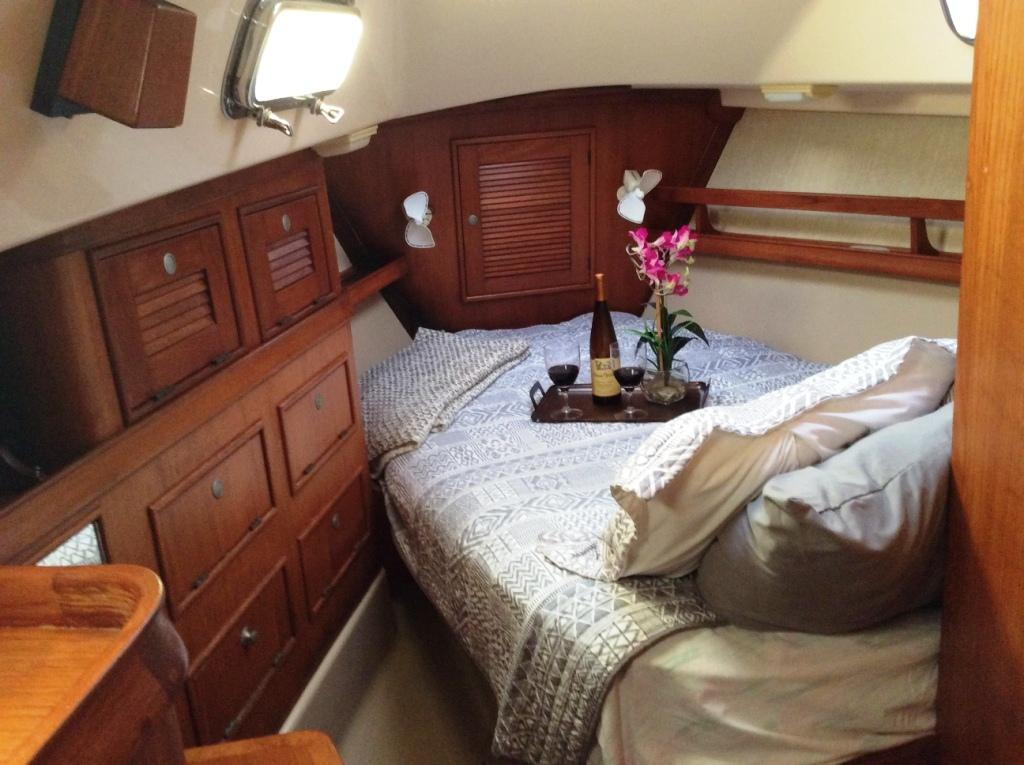 Offset double berth in master cabin