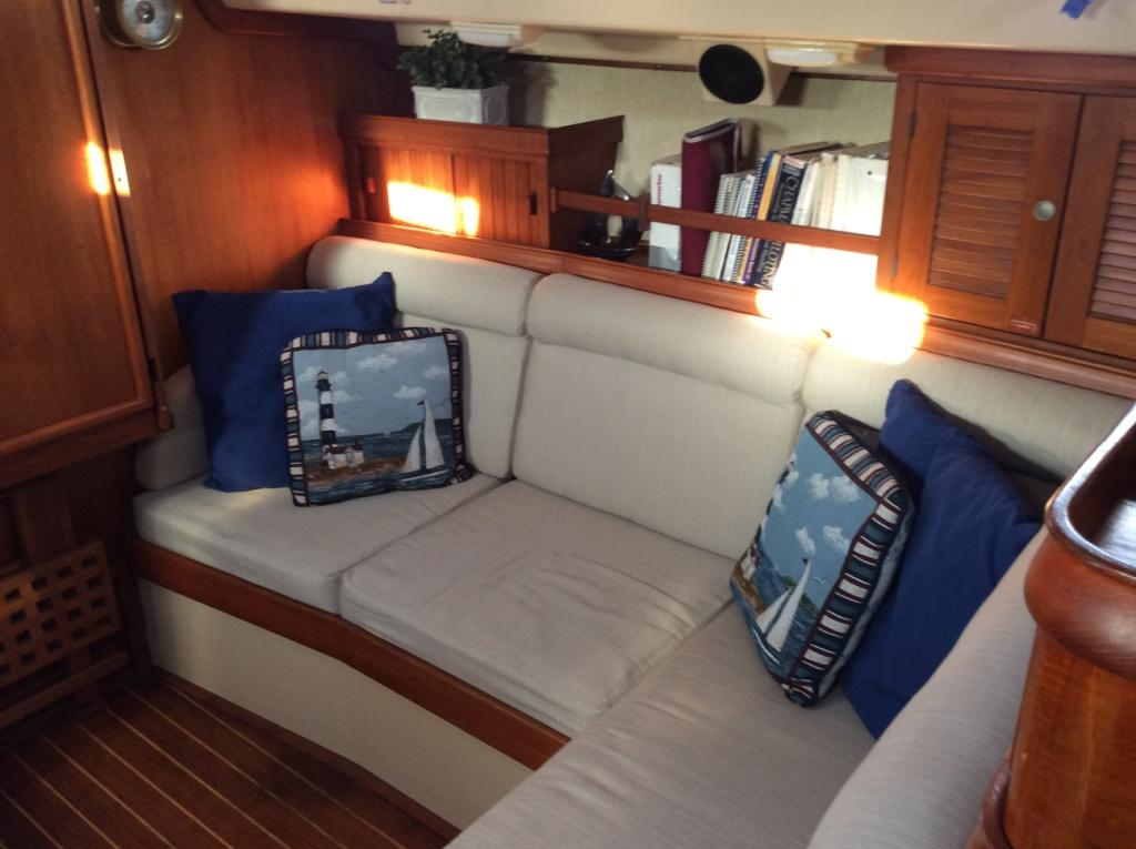 Starboard settee converts to double berth