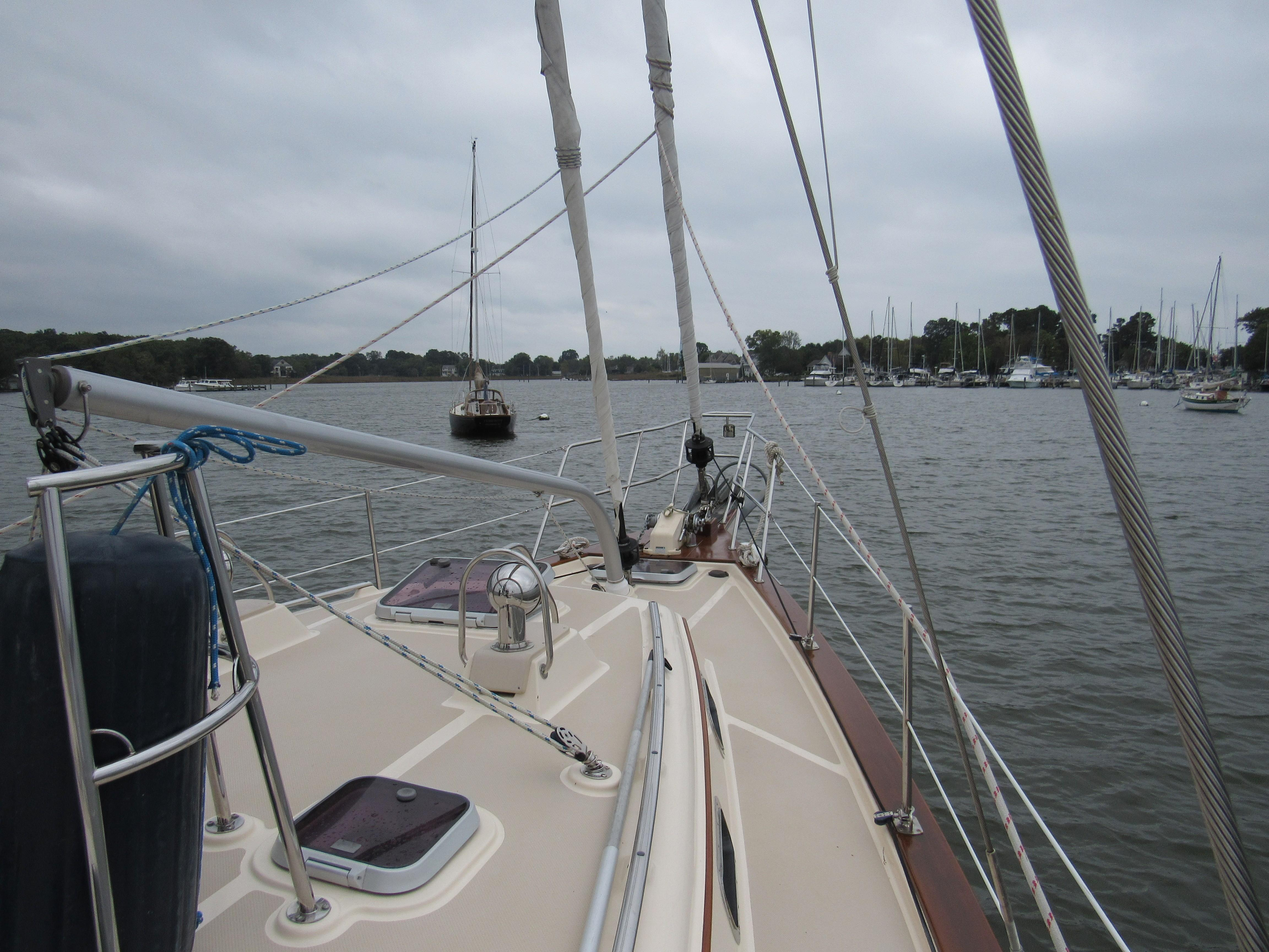 Wide Clear Foredeck
