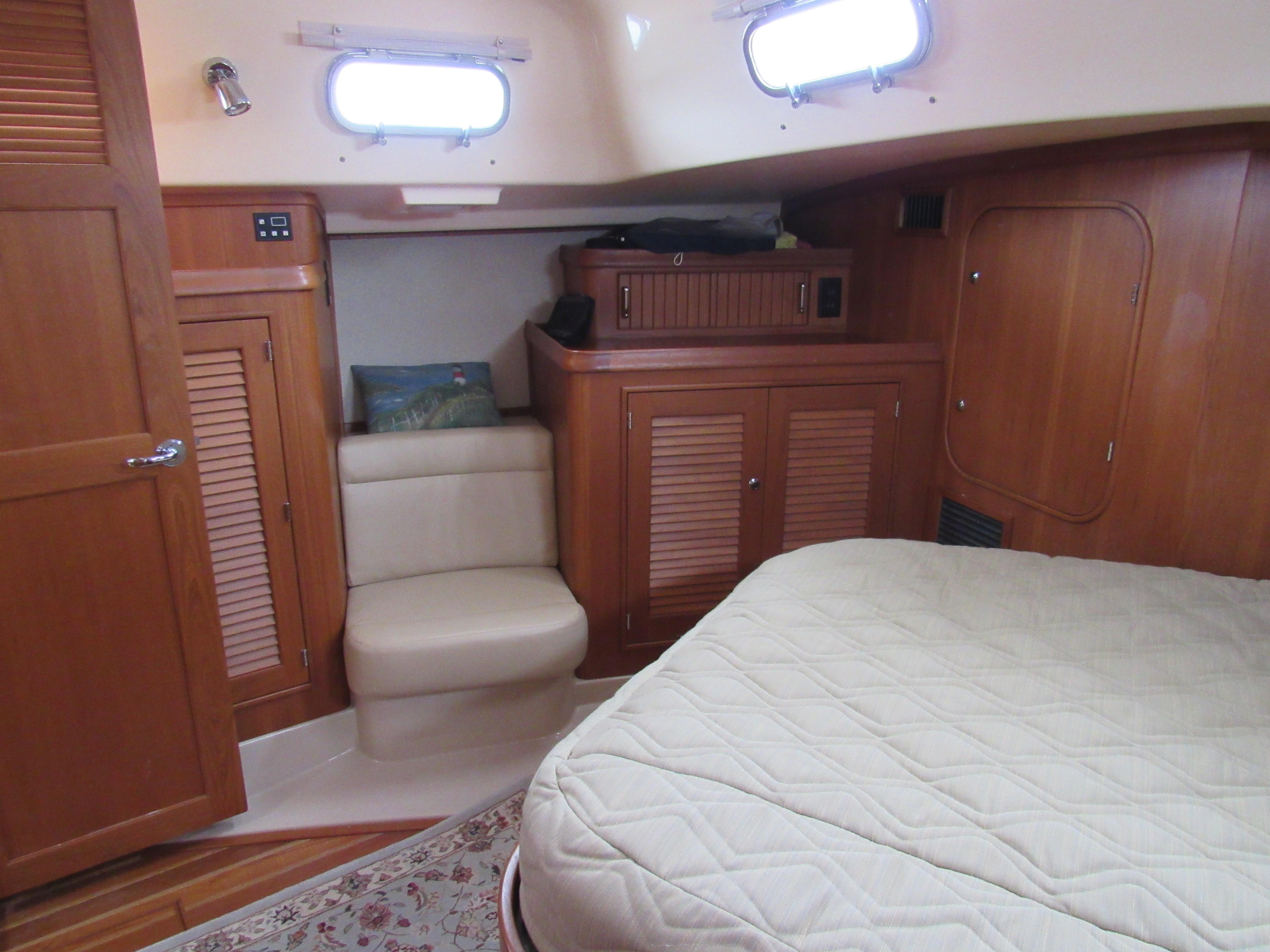 Spacious aft cabin