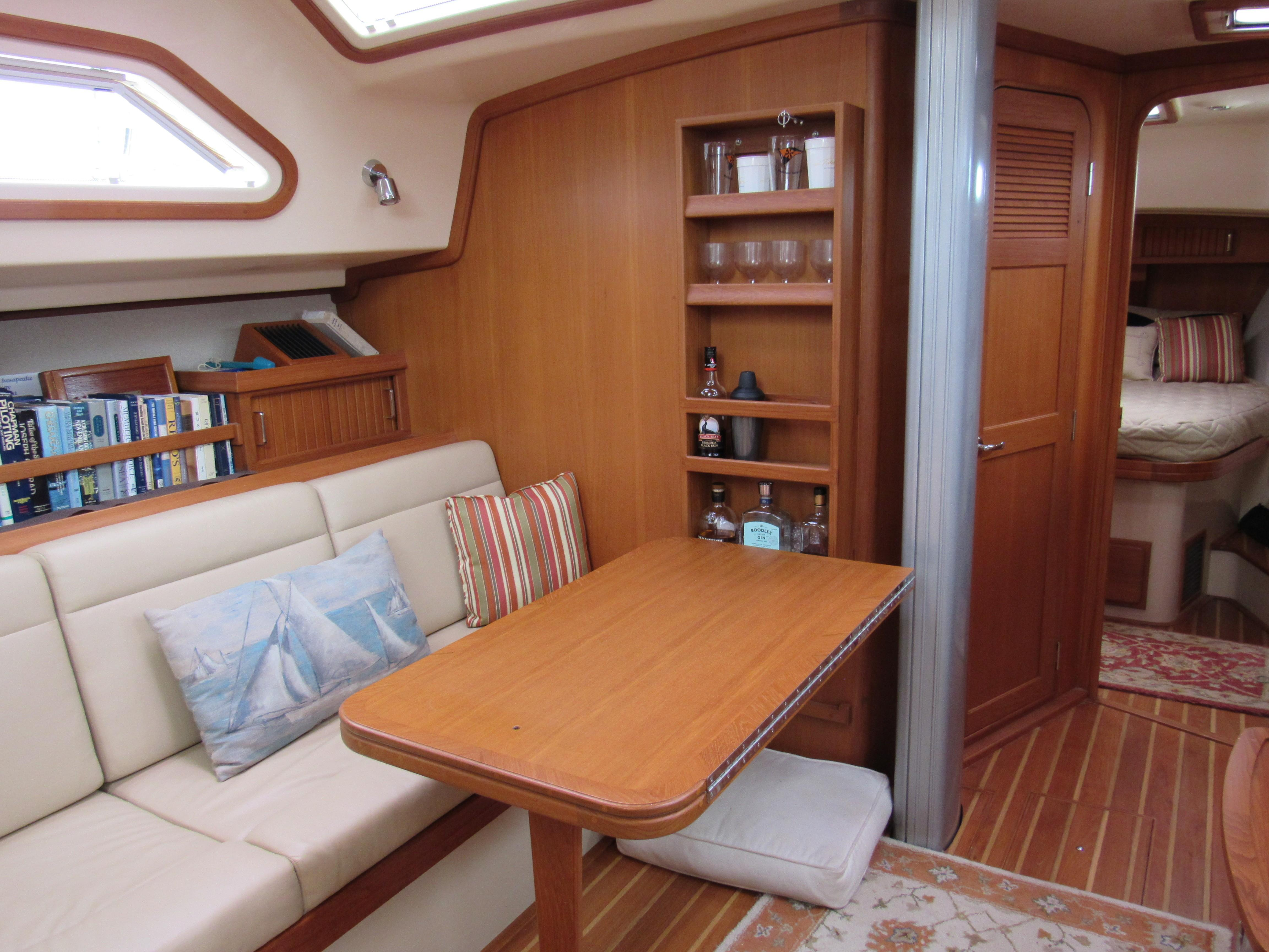 Partially deployed dinette