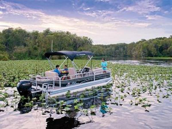 2020 Sun Tracker boat for sale, model of the boat is FISHIN' BARGE® 20 DLX & Image # 1 of 1