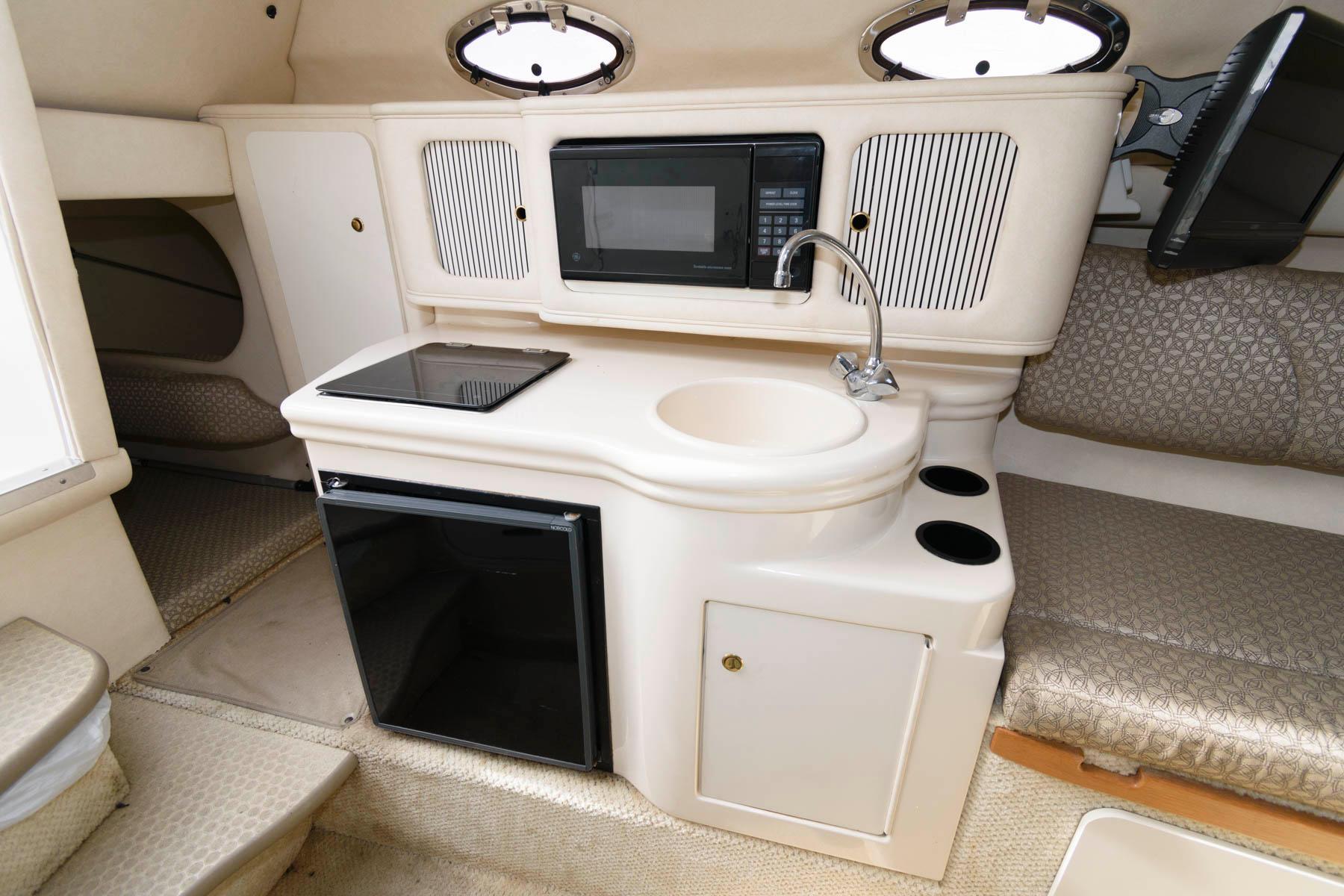 M 5951 VR Knot 10 Yacht Sales