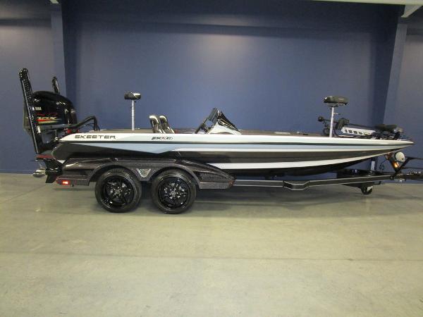 2021 Skeeter boat for sale, model of the boat is FXR21 Limited & Image # 1 of 45