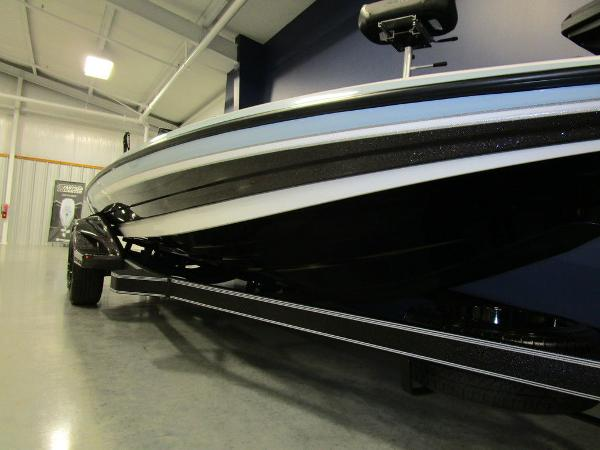 2021 Skeeter boat for sale, model of the boat is FXR21 Limited & Image # 7 of 45