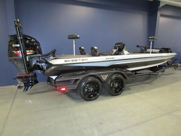 2021 Skeeter boat for sale, model of the boat is FXR21 Limited & Image # 32 of 45