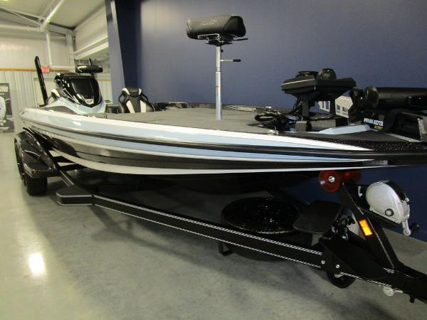 2021 Skeeter boat for sale, model of the boat is FXR21 Limited & Image # 33 of 45