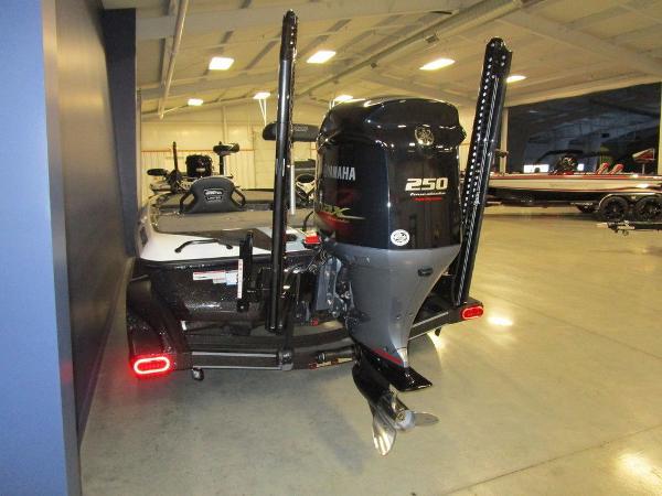 2021 Skeeter boat for sale, model of the boat is FXR21 Limited & Image # 34 of 45
