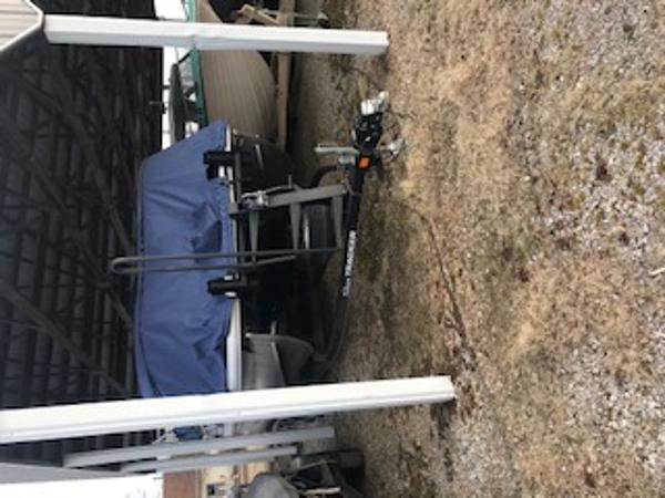 2019 Sun Tracker boat for sale, model of the boat is SF22 & Image # 1 of 19