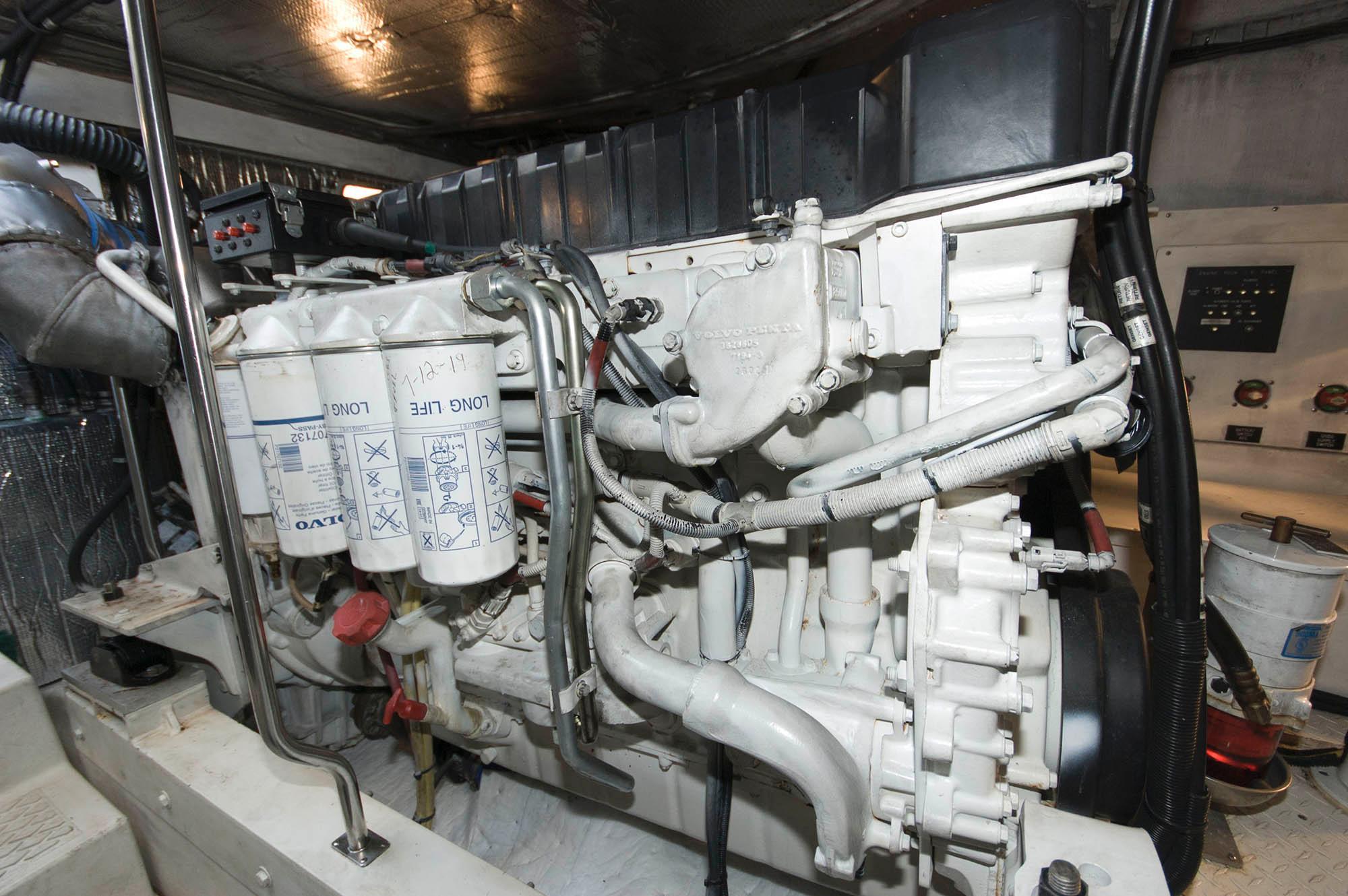 M 6558 EF Knot 10 Yacht Sales