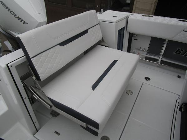 2021 Blackfin boat for sale, model of the boat is 272CC & Image # 14 of 47