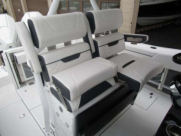 2021 Blackfin boat for sale, model of the boat is 272CC & Image # 18 of 47