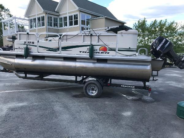 2011 Sun Tracker Party Barge 20 thumbnail