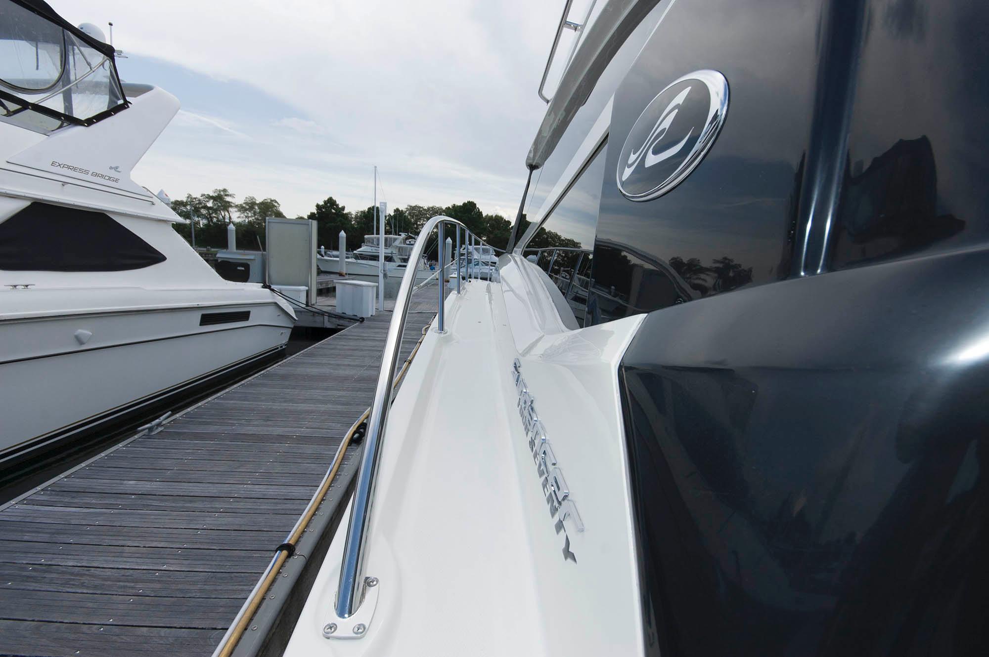 M 5613 EF Knot 10 Yacht Sales