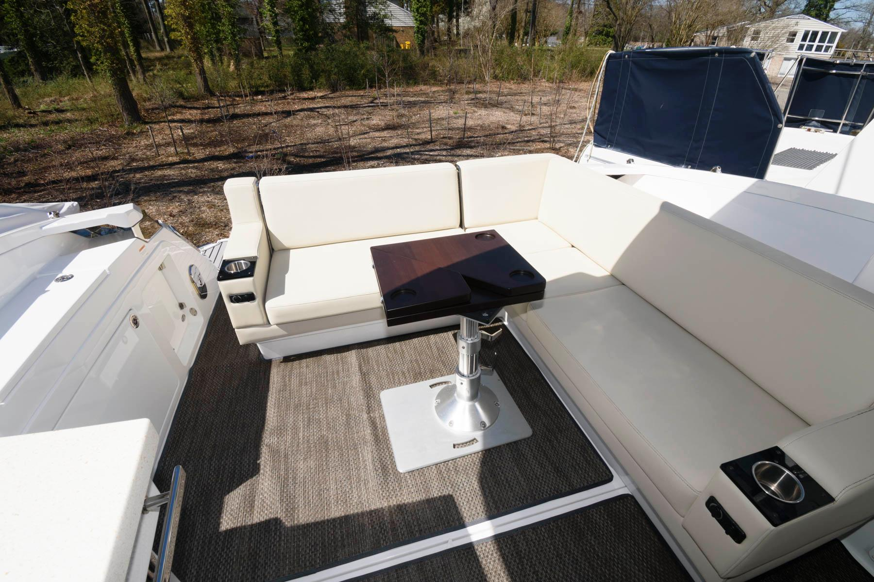M 5979 SK Knot 10 Yacht Sales