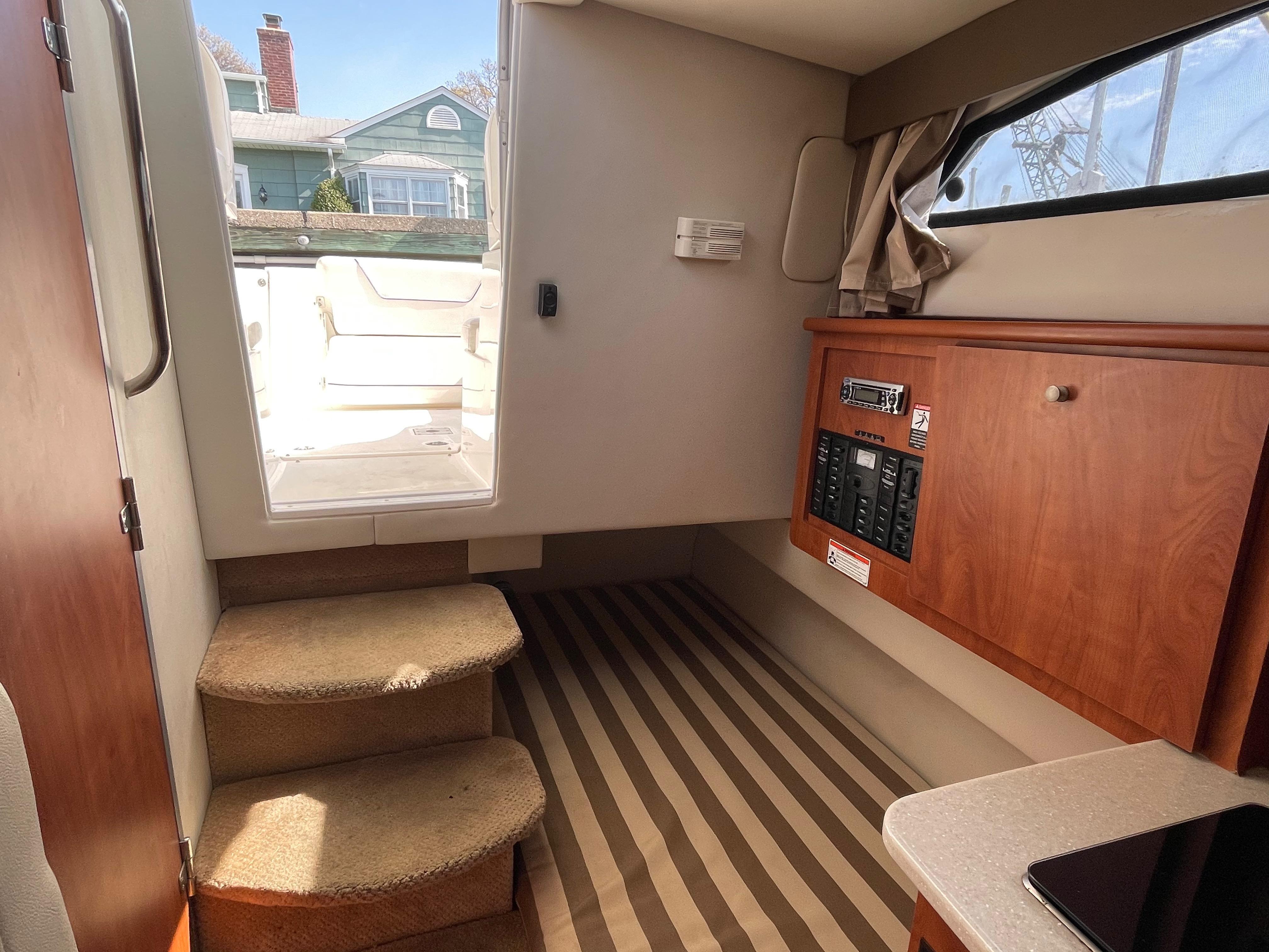 NY 6091 KM Knot 10 Yacht Sales