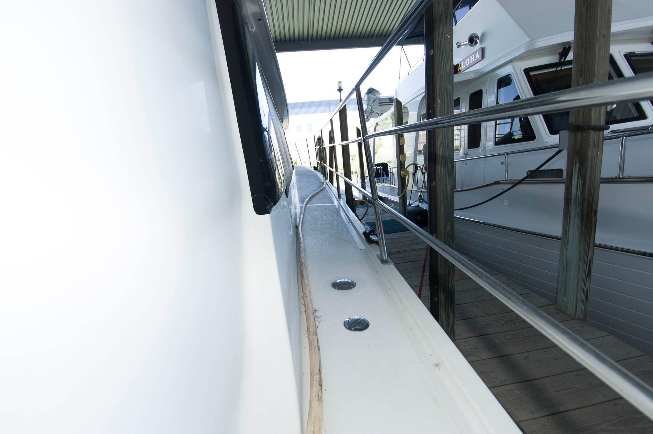 M 5498 PH Knot 10 Yacht Sales