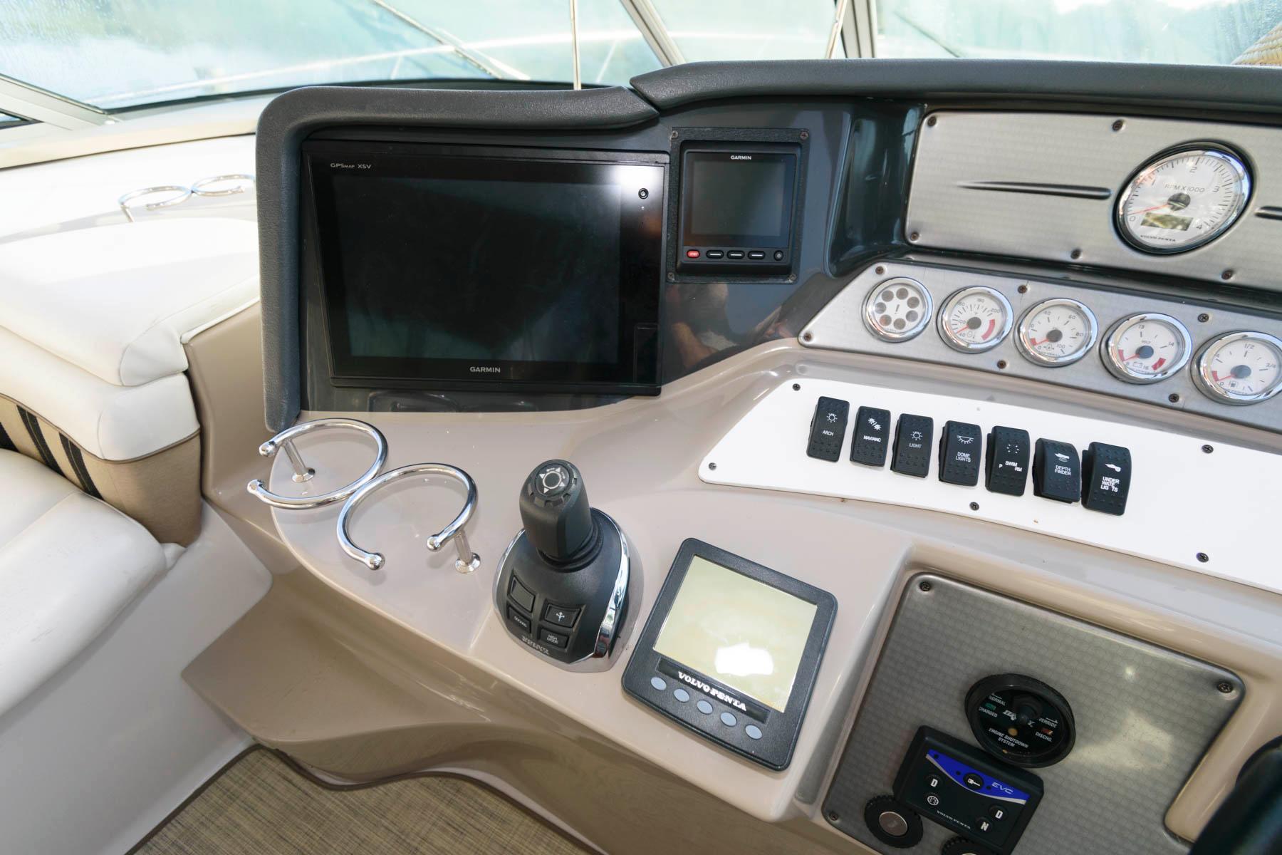 M 6229 KB Knot 10 Yacht Sales
