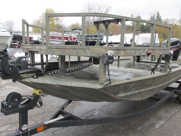 2017 Triton boat for sale, model of the boat is 1860 MVX Sportsman & Image # 2 of 15
