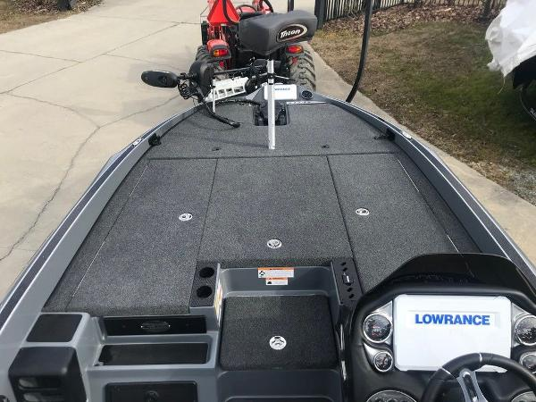 2021 Triton boat for sale, model of the boat is 20 TRX Patriot & Image # 7 of 12
