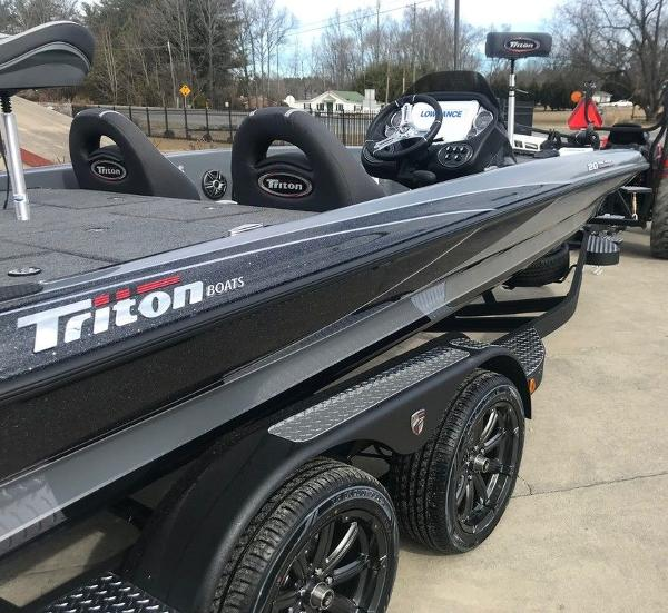 2021 Triton boat for sale, model of the boat is 20 TRX Patriot & Image # 11 of 12