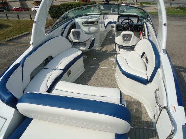 2021 Crownline boat for sale, model of the boat is 280 SS & Image # 4 of 10