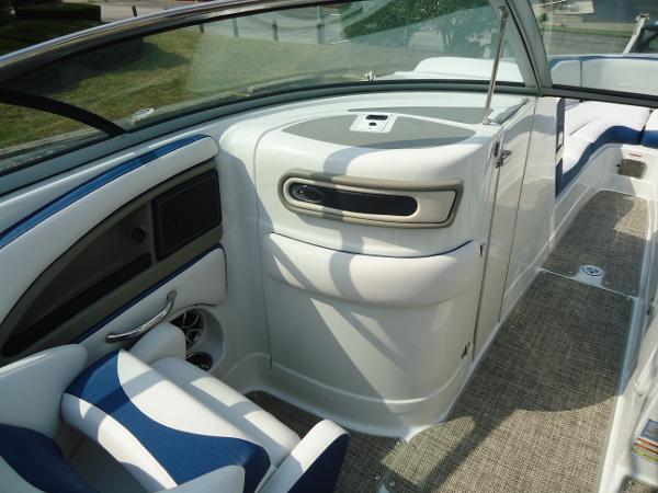 2021 Crownline boat for sale, model of the boat is 280 SS & Image # 6 of 10