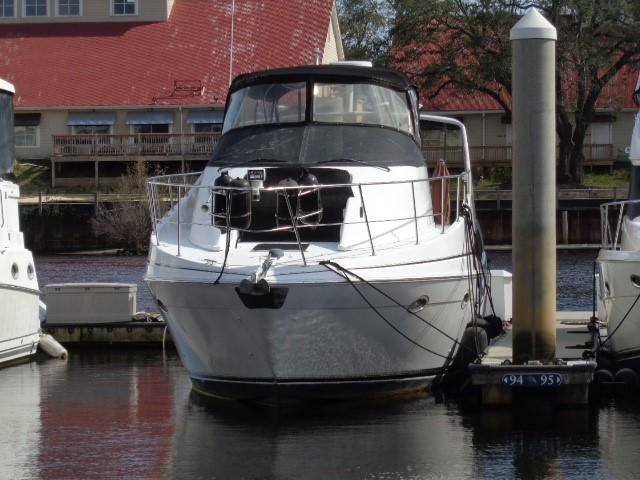 Carver Three Fifty Mariner - Bow