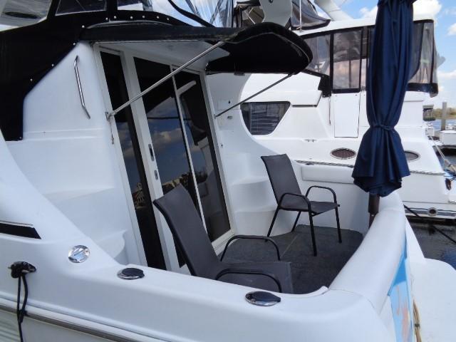 Carver Three Fifty Mariner - Cockpit