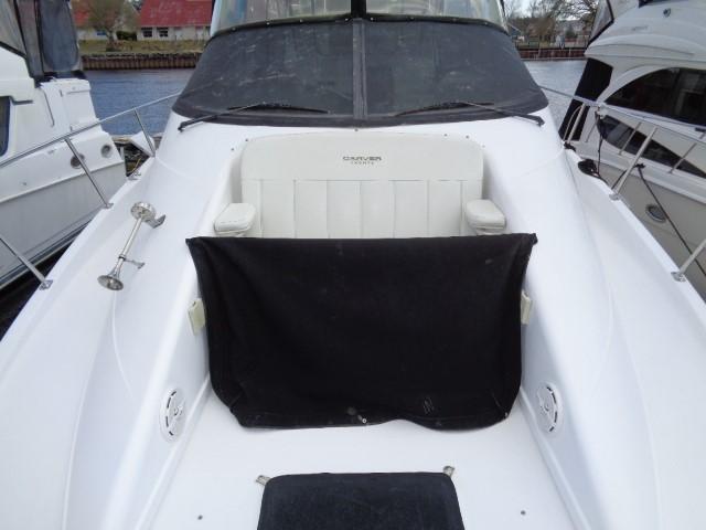 Carver Three Fifty Mariner - Forward Deck Seating