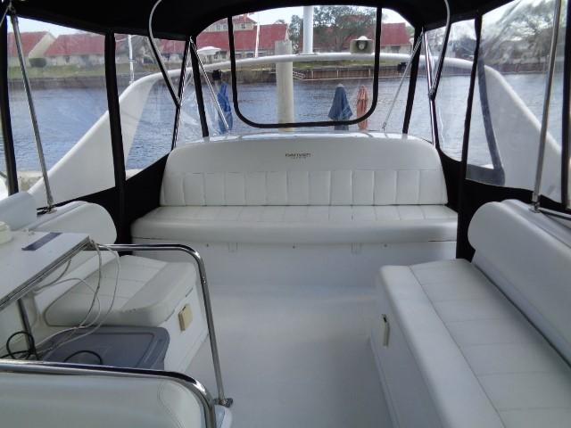 Carver Three Fifty Mariner - Upper Deck Seating