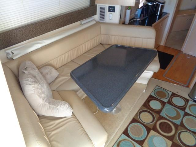 Carver Three Fifty Mariner - Dinette