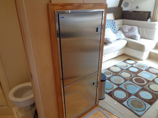 Carver Three Fifty Mariner - Refrigerator/Freezer
