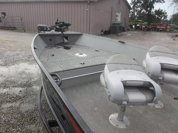 2010 Alumacraft boat for sale, model of the boat is 165 Classic camp & Image # 7 of 14