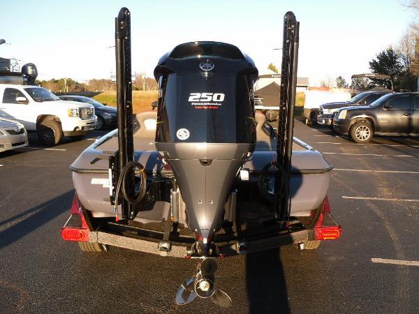 2021 Skeeter boat for sale, model of the boat is FXR20 Limited & Image # 22 of 37