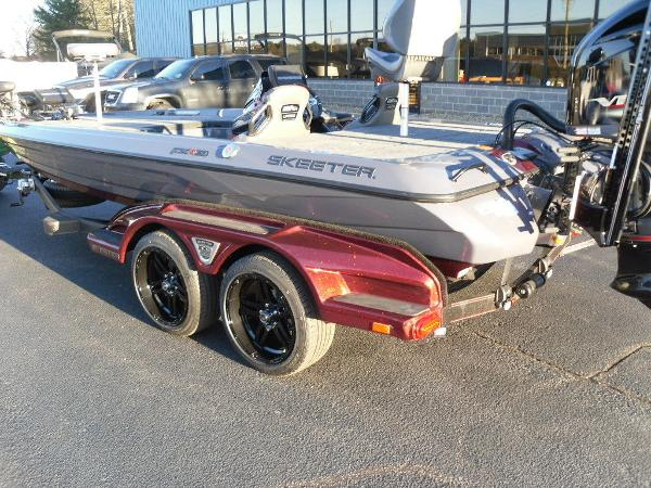 2021 Skeeter boat for sale, model of the boat is FXR20 Limited & Image # 29 of 37
