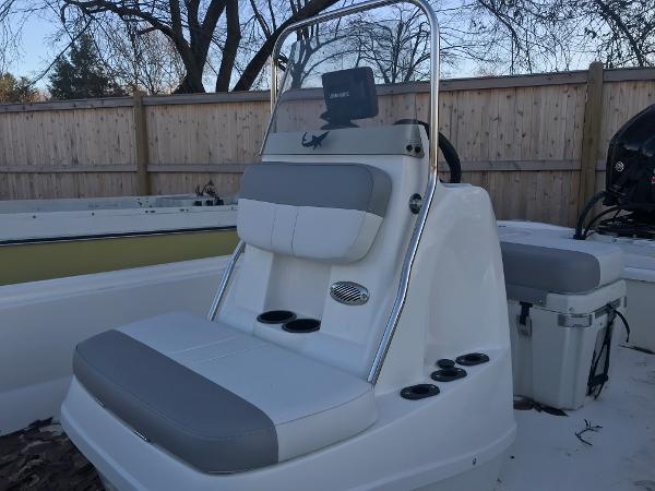 2020 Mako boat for sale, model of the boat is Pro Skiff 19 CC & Image # 9 of 36