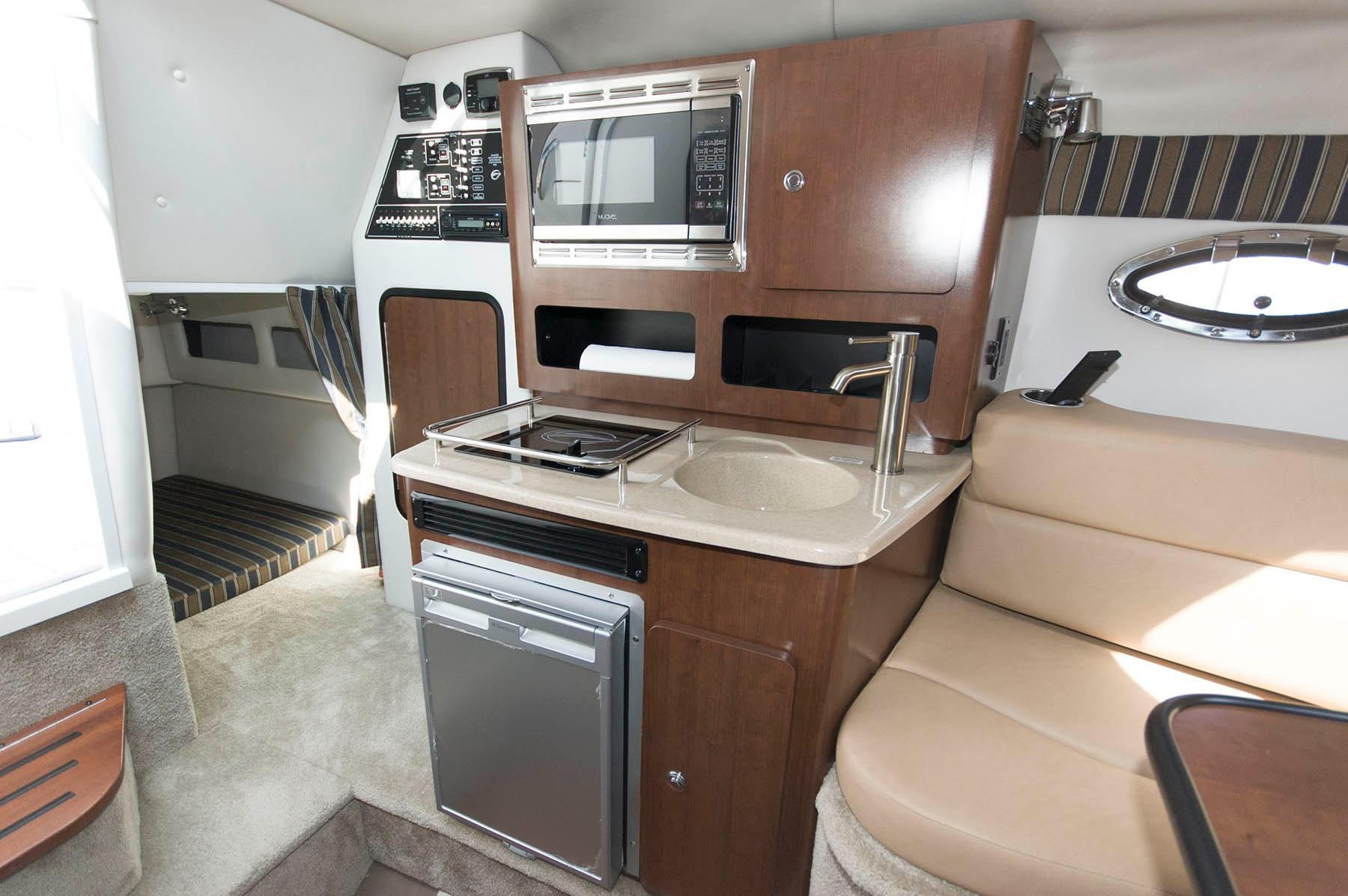 M 5723 KB Knot 10 Yacht Sales