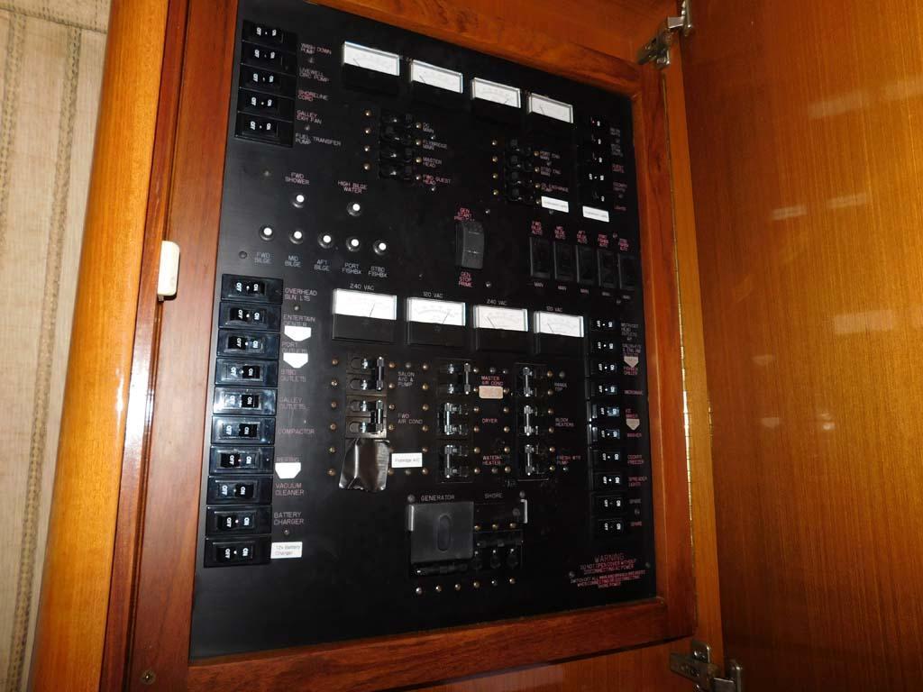 AC/DC Distribution Switch Board